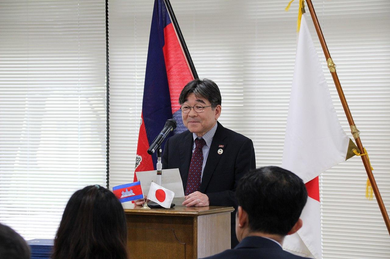 祝辞を述べる加藤学長